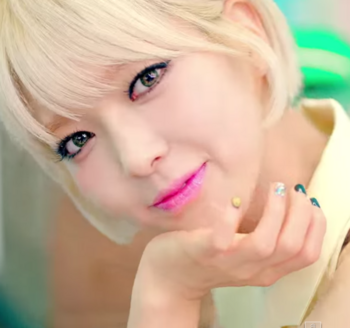 AOA   단발머리 Short Hair  M V   YouTube チョア.png